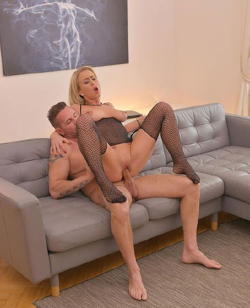Licky Lex - Cum All Over Sexy Feet (2018/HotLegsAndFeet.com/DDFNetwork.com/HD)
