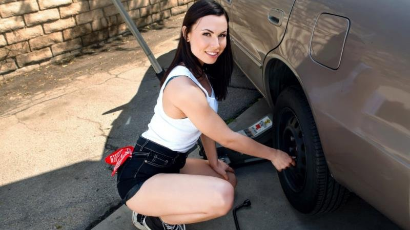 Aidra Fox - Rotating Her Tires! ( 2020/LookAtHerNow.com/SD)