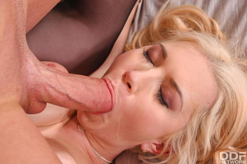 Roxy Risingstar - Hot Hooker Hotel Sex! ( 2020/HandsOnHardcore.com/SD)