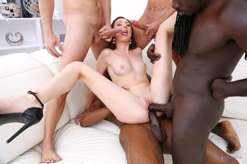 Isabela de Laa - 4on1 fuck session with 2 BBC and 2 huge white cocks SZ2504! ( 2020/Gonzo.com/SD)
